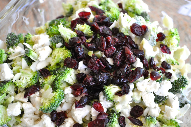 salade de brocoli et chou fleur avec une vinaigrette la. Black Bedroom Furniture Sets. Home Design Ideas