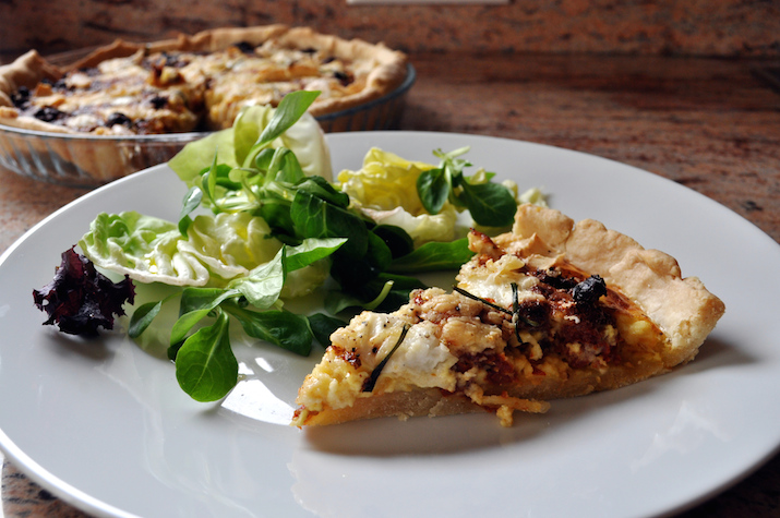 goat cheese and sun-dried tomato quiche | www.savormania.com
