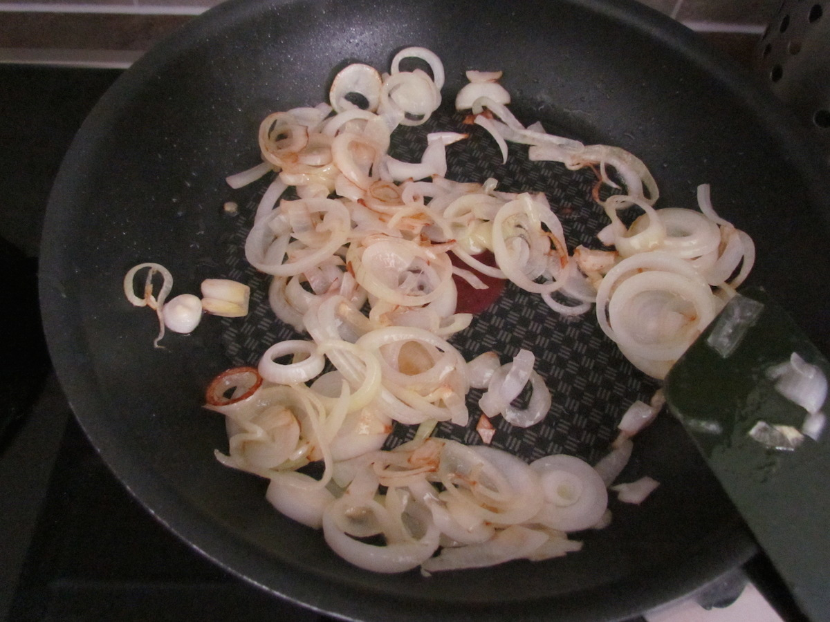 how to cut onions for sauteing