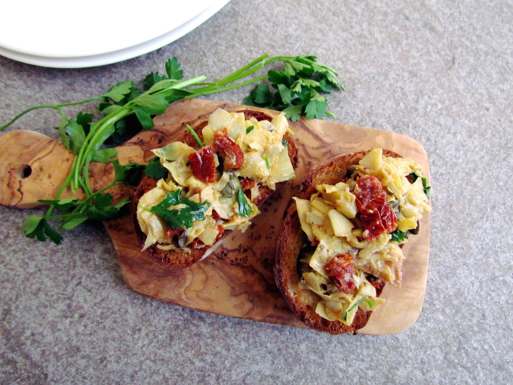 bruschetta aux artichauts et tomates séchées | www.savormania.com