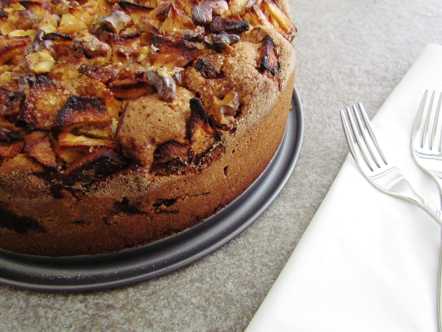 passover apple and walnut cake | Savormania