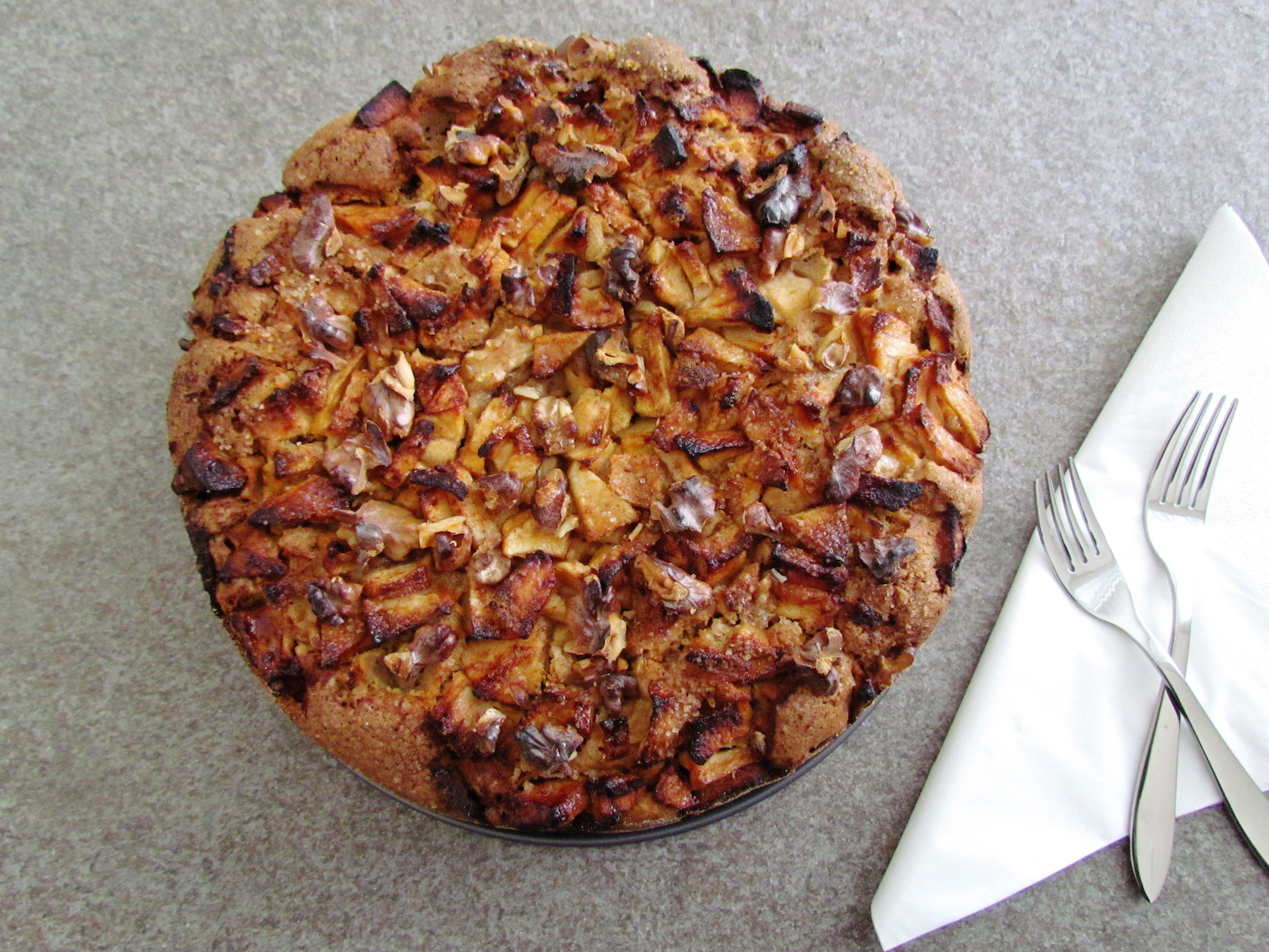 Passover apple and walnut cake | www.savormania.com