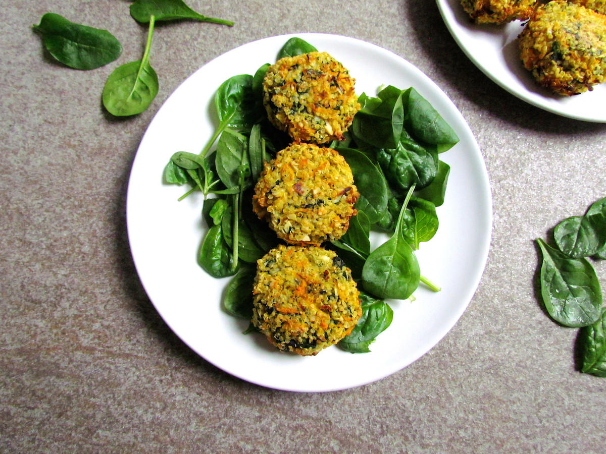 crispy spinach-carrot quinoa patties | www.savormania.com