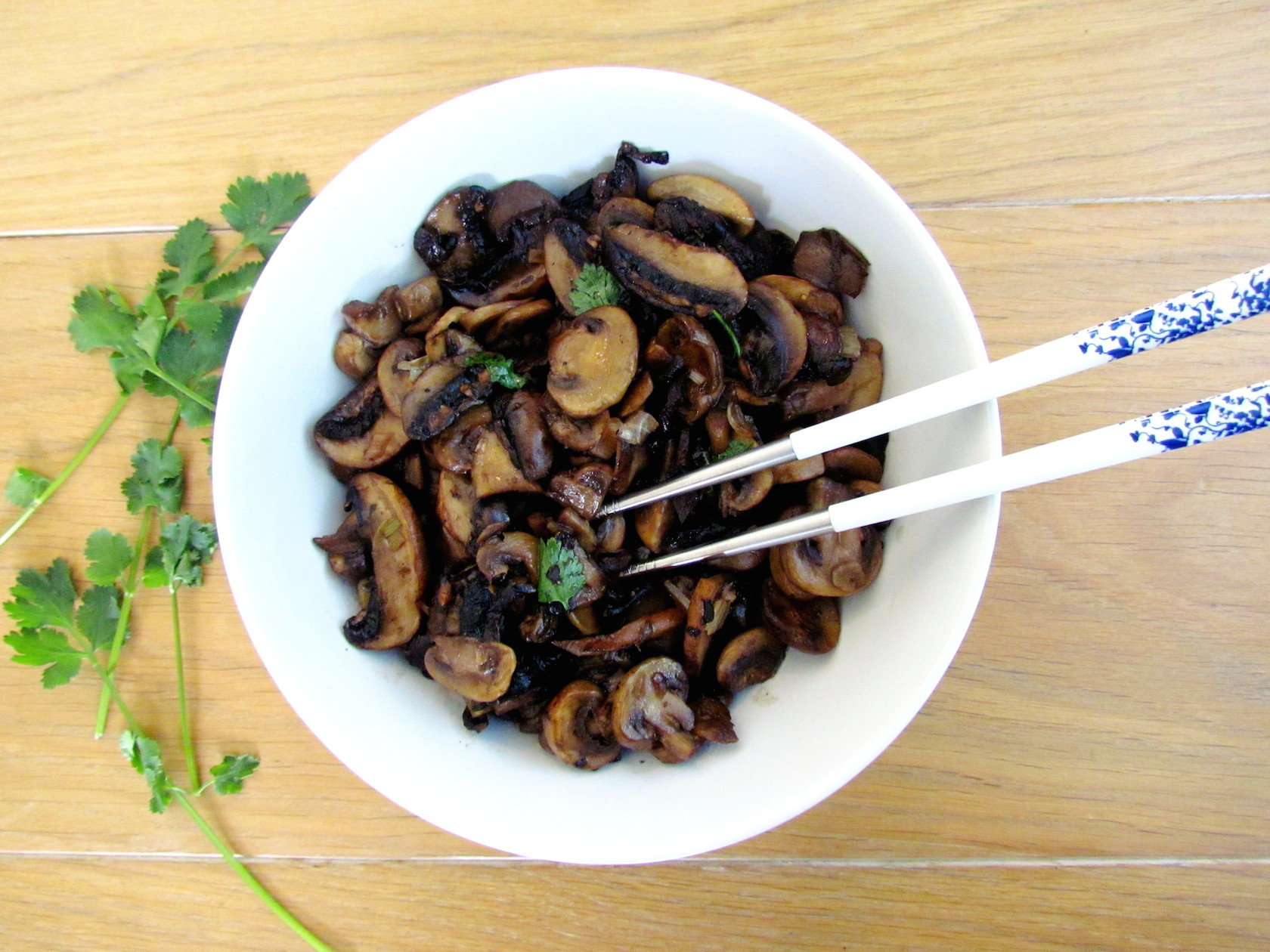 asian stir-fried mushrooms | www.savormania.com
