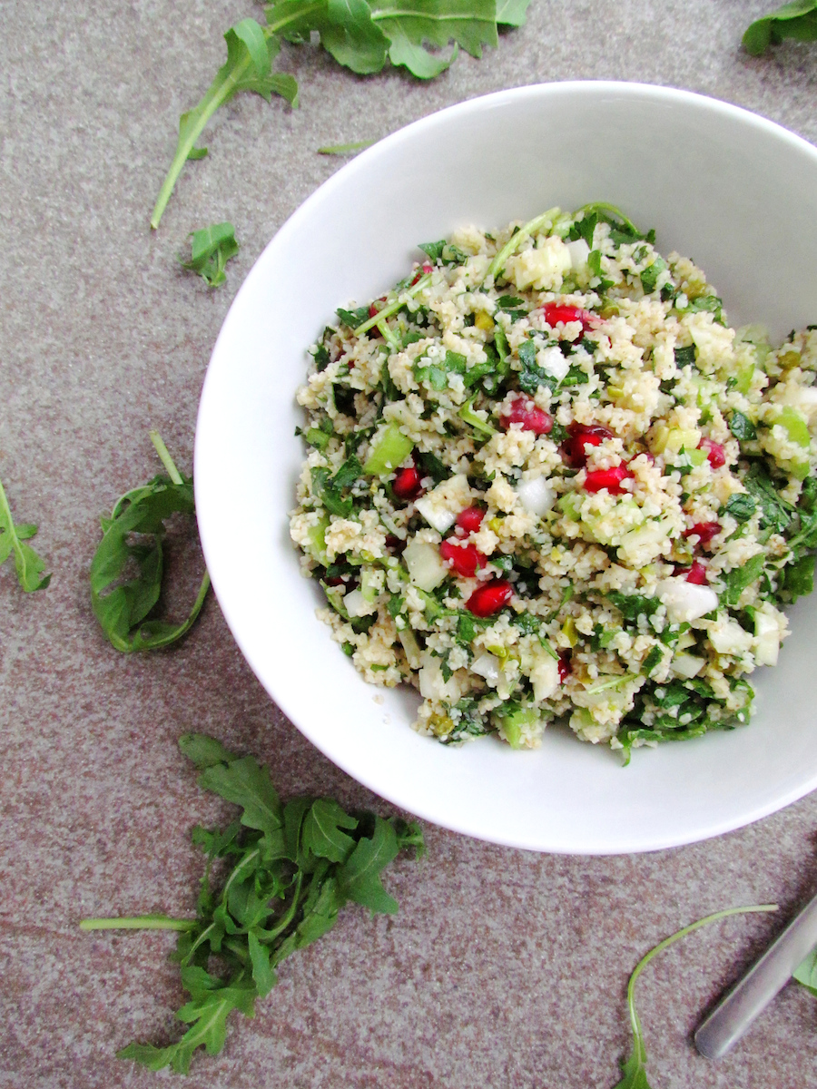 bulgur salad with herbs, pomegranate and pistachios – Savormania