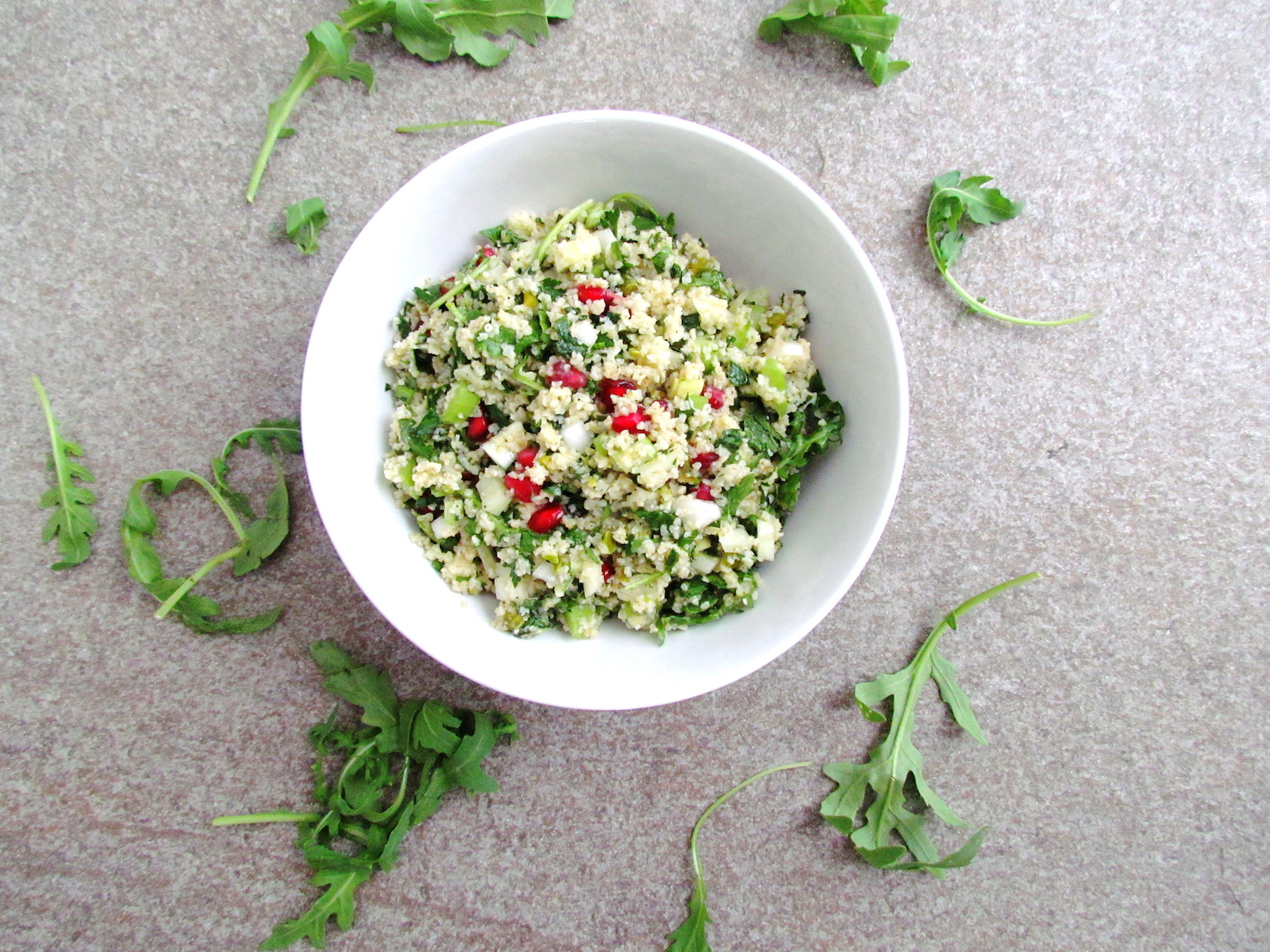 bulgur salad with herbs, pomegranate and pistachios | Savormania