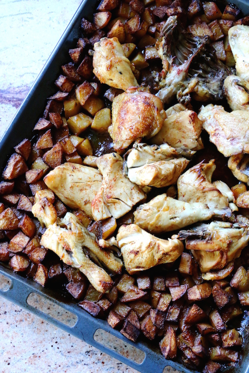 roasted chicken with potatoes | www.savormania.com