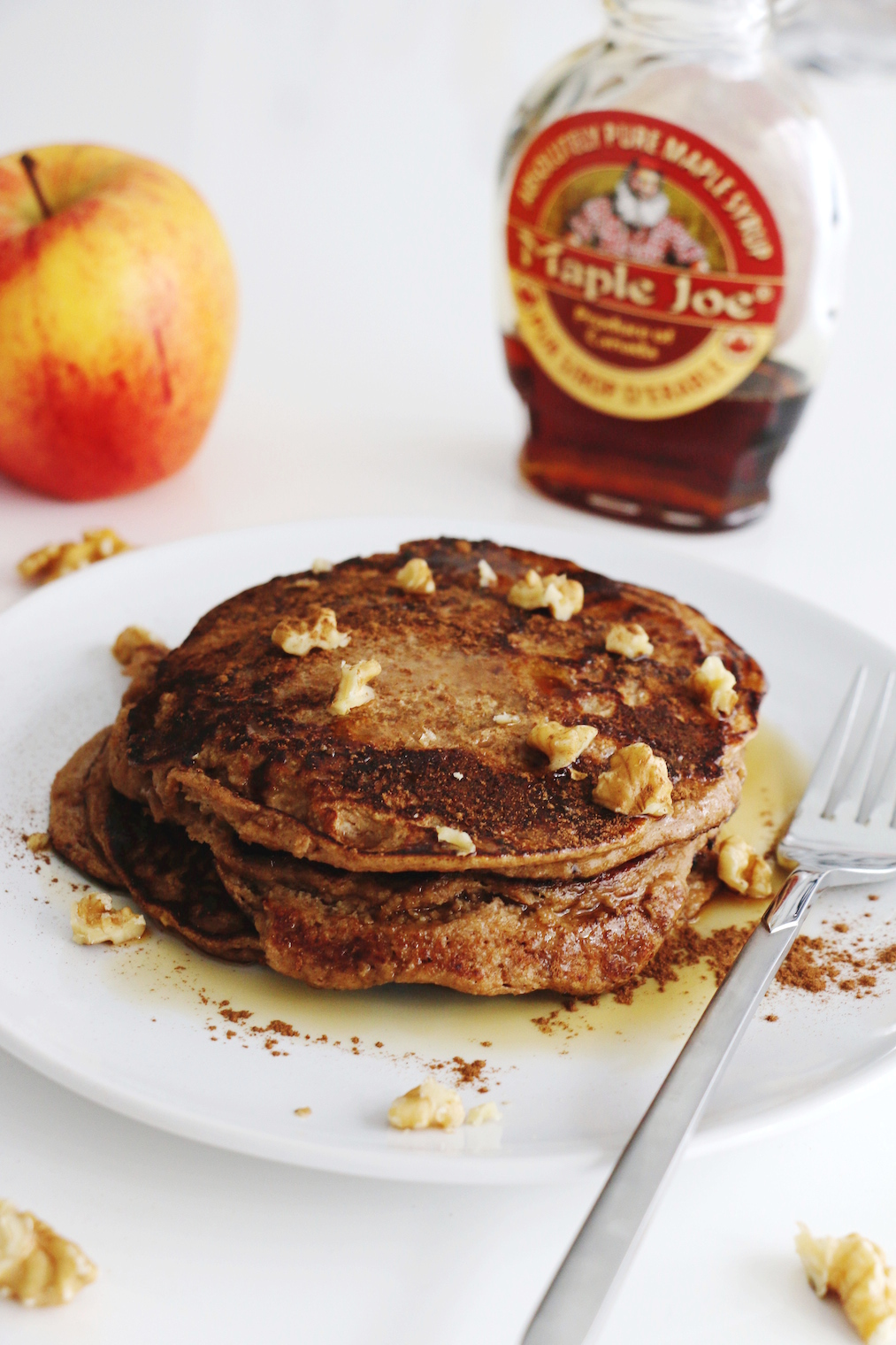 healthy apple oat pancakes | www.savormania.com