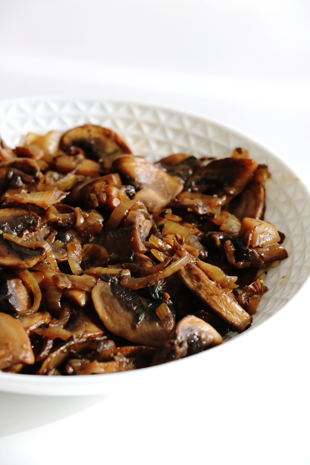 cooked mushroom and caramelized onion salad | www.savormania.com